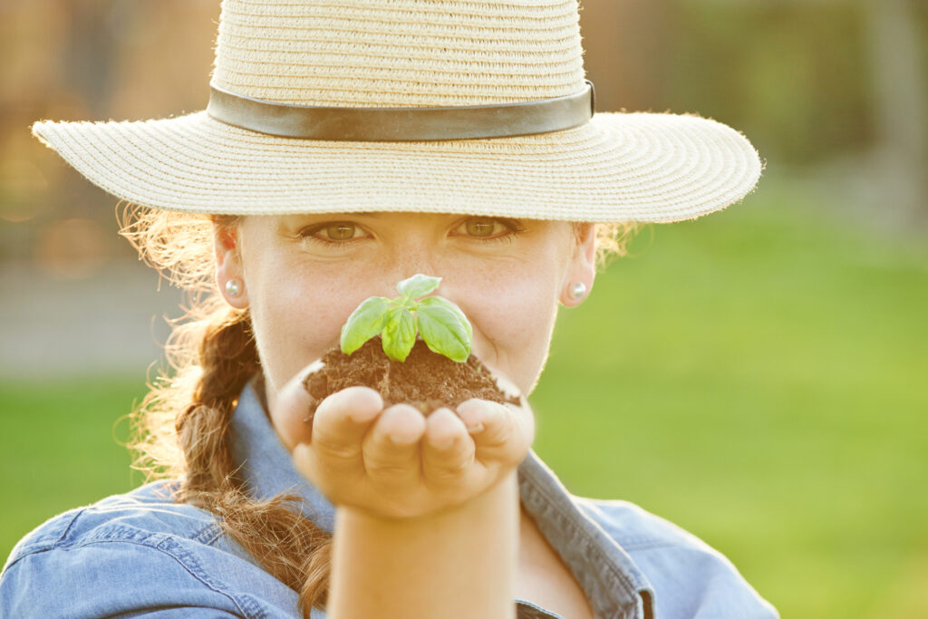 Closeup shot of a woman holding a handful of soil with a budding planthttp://195.154.178.81/DATA/i_collage/pu/shoots/805735.jpg